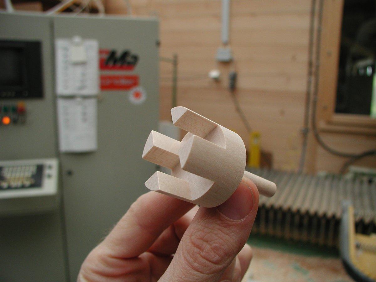 kleiner Bestandteil eines Spielzeuges aus Holz