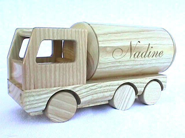 Holzlastwagen als Kasse Eschenholz