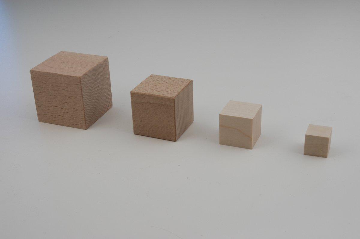 Wuerfel aus Holz in diversen Grössen